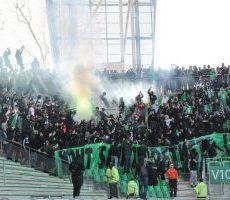 ASSE – PSG : les supporters des Verts pénètrent en force à Geoffroy-Guichard (Vidéo)