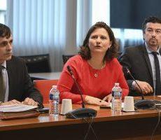 Ligue 1, Ligue 2: Maracineanu refuse la responsabilité de l'arrêt des championnats