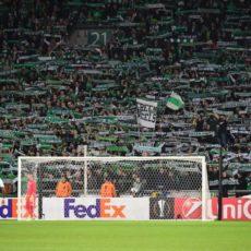 Saint-Etienne : les supporters donnent de la voix devant Geoffroy-Guichard avant le match contre Reims