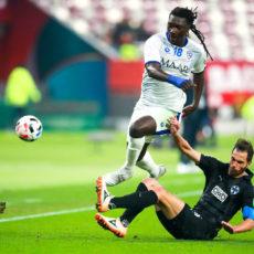 Bafétimbi Gomis : «J'ai régulièrement des conversations avec les dirigeants de l'AS Saint-Etienne»