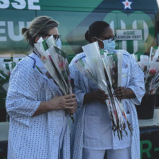 2000 roses offertes au personnel hospitalier